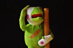 Den grønne frosken kermit skadet