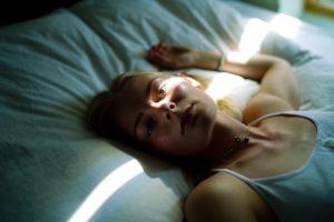 syk og sliten kvinne med mystisk tilstand